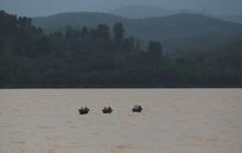 Xót xa thấy mộ chìm trong biển nước Hương Khê