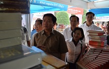 Bí thư Đinh La Thăng thăm Hội sách TP HCM