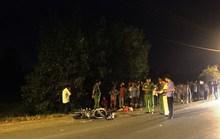 Cha mẹ ôm thi thể con 3 tuổi chết thảm dưới bánh xe tải