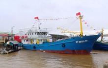 Bàn giao 3 tàu vỏ thép cho ngư dân Quảng Trị