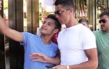 Ronaldo lạnh lùng hất văng fan ở Las Vegas