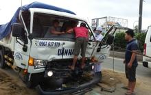 Một giờ giải cứu tài xế xe tải sau cú húc đuôi kinh hoàng
