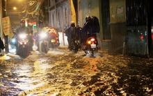 Sài Gòn mưa lớn gây ngập, kẹt bít các ngả về