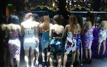 Đột kích quán bar có nữ tiếp viên múa cột