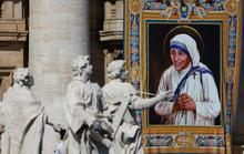 Mẹ Teresa chính thức được phong thánh