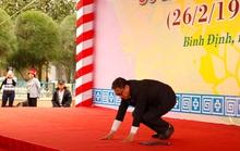 Giáo sư Hàn Quốc quỳ gối xin lỗi thường dân bị sát hại ở Bình Định