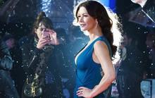 Catherine Zeta – Jones gợi cảm bất chấp thời tiết