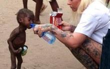 """Sốc trước bức ảnh """"phù thủy 2 tuổi bị bỏ đói"""