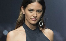 Người đẹp Úc gặp sự cố trang phục trên sân khấu