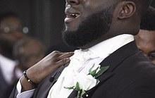 Chú rể bỗng dưng khóc như mưa khi nhìn thấy cô dâu