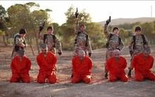 """Sốc với clip """"sư tử con mắt xanh của IS"""" hành quyết tù binh"""