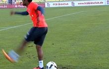 Ngỡ ngàng với pha đá penalty bằng gót chân của Costa