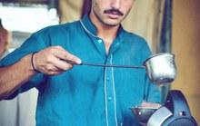 Ảnh tung lên mạng, chàng trai bán trà thành người mẫu