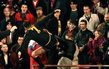 Cầu thủ xin lỗi CĐV vì tái hiện cú kungfu của Cantona
