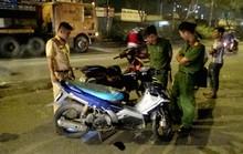 Va chạm xe máy, người đàn ông đập đầu vào dải phân cách tử vong
