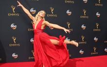 Đả nữ Jessie Graff tung cước trên thảm đỏ Emmy 2016