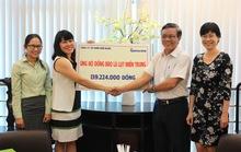 Công ty Kềm Nghĩa tặng gần 140 triệu đồng và áo gió cho người dân vùng lũ