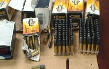 Bắt đối tượng vận chuyển  700 viên đạn về bán kiếm lời