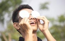 Giới trẻ Sài Gòn hào hứng ngắm nhật thực