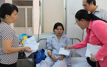 Thăm công nhân Công ty Pou Yuen bị tai nạn giao thông