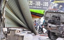 """Xe ben """"đại náo"""" Biên Hòa, tông 3 ô tô, làm sập 3 ki-ốt"""