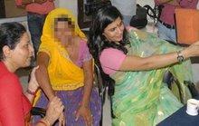 """Ấn Độ: Từ chức do chụp ảnh """"tự sướng"""" với nạn nhân bị cưỡng hiếp"""
