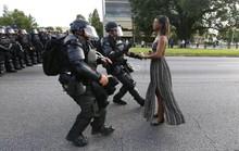 Bức ảnh huyền thoại trong vụ biểu tình ở Mỹ