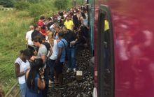 Tông phải cây, xe lửa nát đầu, hành khách văng ra ngoài