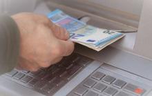 Rộ nạn ATM đồng loạt tuôn tiền mất kiểm soát