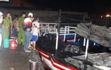 2 tàu du lịch ở Nha Trang bất ngờ bốc cháy