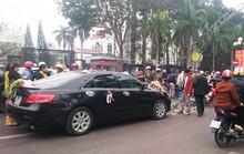 Xe hoa tông xe máy, chủ rể gọi taxi đưa người đi cấp cứu