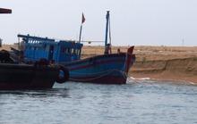 Sóng lớn ở cửa biển Đà Diễn, ngư dân liên tiếp gặp nạn