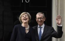 Công việc của đệ nhất phu quân Anh bị soi vì vợ
