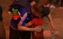 Xúc động với cậu bé Bồ Đào Nha an ủi CĐV Pháp đang khóc
