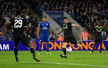 Fabregas thành người hùng, Chelsea ngược dòng hạ Leicester