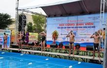 Ánh Viên bơi cùng học sinh Quảng Ngãi