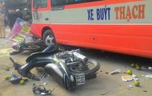 Đứng ở trạm chờ, bị xe buýt tông chết