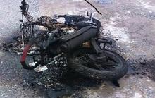 Trộm chó bị người dân đánh trọng thương, đốt xe máy