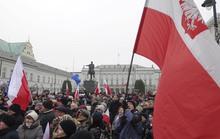 Phản đối hạn chế tự do báo chí ở Ba Lan