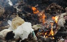 Bãi rác bốc cháy thải vô vàn khí độc