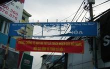 Bảng hiệu khu phố văn hóa rách nát