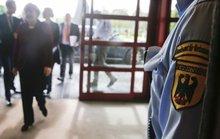 Đức bắt nhân viên tình báo khoe tin mật trên mạng