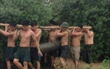 Đại đội công binh xử lý 4 quả bom nặng gần 1 tấn dưới ao