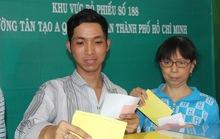 Công nhân hăng hái đi bầu cử