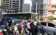 Ùn tắc nghiêm trọng ngày thử nghiệm xe buýt nhanh