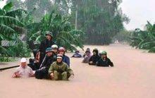 Quảng Bình:  Người dân Tuyên Hóa trắng đêm cùng lũ dữ