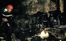 4 người kêu cứu trong căn nhà 3 tầng bốc cháy dự dội