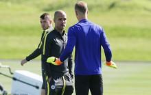 Sắp được thi đấu, Hart vẫn lớn tiếng với Guardiola