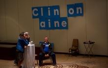 Người ủng hộ hối thúc bà Clinton kiểm phiếu lại