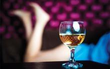 Cái kết mà gã trai nghèo mê rượu và gái gây ra